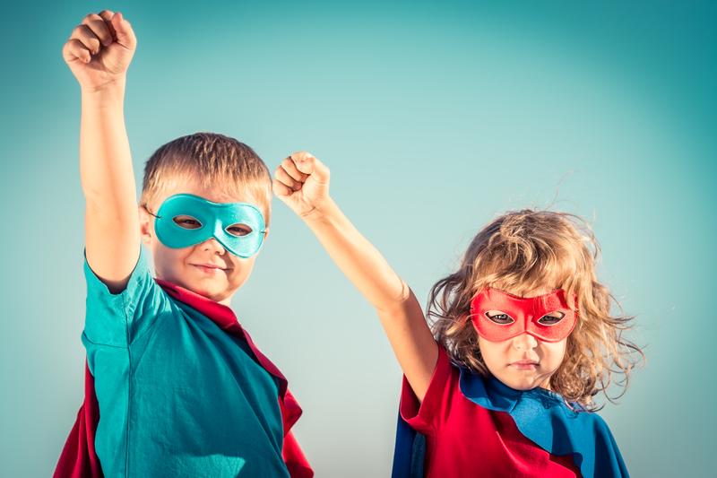 La barna få velge kappe selv, og være sine egne superhelter! © Yarruta | Dreamstime.com - Superhero Kids Photo